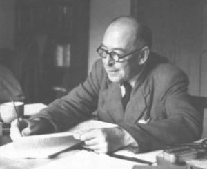 C.S. Lewis - Conhecido pela obra As crônicas de Nárnia, C.S. Lewis morava em Oxford, na Inglaterra. Escreveu a maior parte de seus romances neste local indicado pela fotografia e cursou a Universidade de Oxford, onde encontrou e se tornou muito amigo de J.R.R. Tolkien.