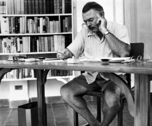 Ernest Hemingway - Venceu, em 1953, o Prêmio Pulitzer e, em 1954, o Prêmio Nobel de Literatura. Autor de sucesso, escreveu clássicos como O velho e o mar e Por quem os sinos dobram. Antes, foi lutador de boxe e correspondente de guerra.