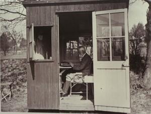George Bernard Shaw - Venceu um Academy Award e um Prêmio Nobel de Literatura. Nada mal para um garoto que escrevia dentro de uma casinha no seu jardim improvisada como escritório.