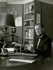 Ian Fleming - Golden Eye não é apenas o nome de seu romance mais famoso, mas também o nome de sua propriedade na Jamaica. Foi lá que escreveu as histórias com o personagem James Bond. Doze anos após a morte de Fleming, Bob Marley comprou a casa onde morava o escritor.