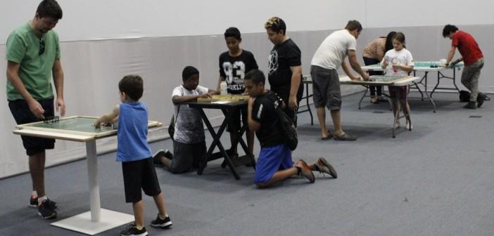 Famílias e amigos curtem o Festival de Jogos Antigos