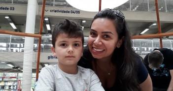 Thaís e o filho Ricardo. Foto: Equipe SP Leituras.