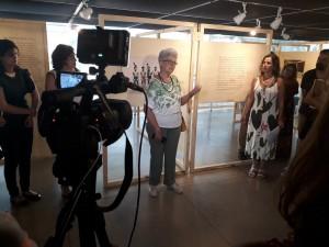 Cléa, uma das pessoas com fotos expostas na exposição Lembra, corpo? na BVL. Foto: Equipe SP Leituras.