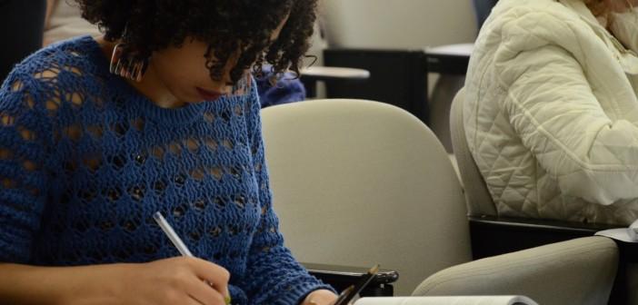 Curso ajuda a preparar os alunos para a redação do Enem. Foto: Equipe SP Leituras