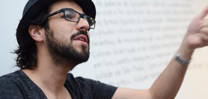 João Varella fala sobre o jornalismo, um gênero de narrativa ancorado na realidade. Foto: George Leoni.