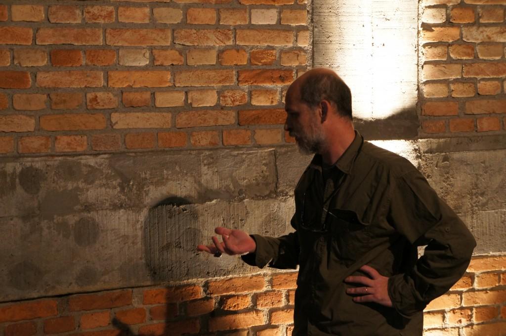 Lourenço Mutarelli apresenta noções de roteiro, desenvolvimento de imagens enarrativa de HQs. Foto: Jerônimo Strehl.